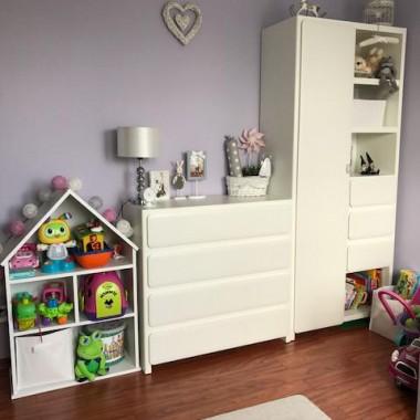 Domek teraz służy jako szafka na zabawki, a z czasem może stać się domkiem dla lalek.