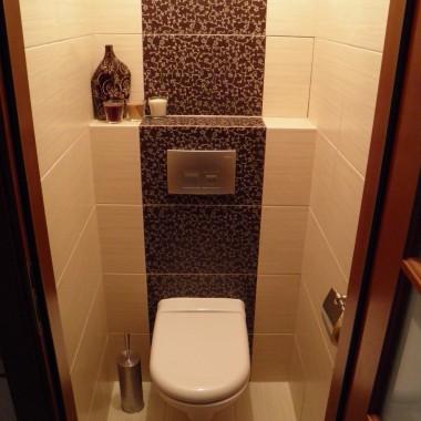 Łazienka oraz WC w kafelkach zebrano