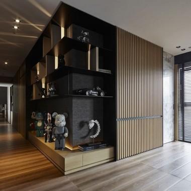 Tkwię w czerni, drewnie, ciepłym brązie i niezdefiniowanych formach...lubię bardzo :)