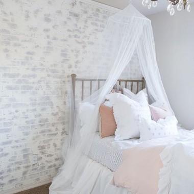 Cegła w sypialni jest świetnym pomysłem. Pomimo surowego, industrialnego charakteru może stworzyć wnętrze ciepłe, przytulne i bardzo gustowne.https://pl.pinterest.com/pin/AdsETNZ-Ev-JU5_TEJe6sQp2qYG_owqbR2vsZUbRs9_Wyt0hHcWy44g/