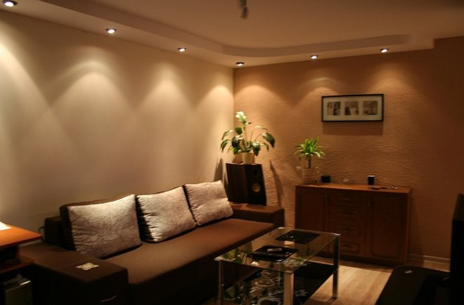 Pozostałe, Podobajki - będzie podobny podwieszany sufit, ale na szerokości ok 50 cm, żeby zakryć pęknięcie na całej długości pokoju