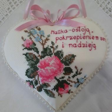 Matka - ostoją , pokrzepieniem serc i nadzieją .................