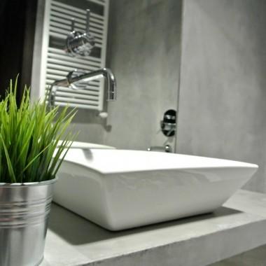 Betonowa, surowa łazienka
