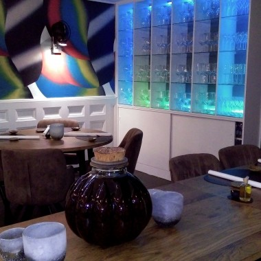 Restauracja w Holandii, sciany malowane przez artystow.