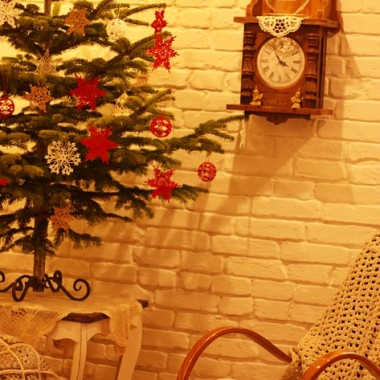 Kochani  życzę Wam w ten Wigilijny Wieczór nie tylko zadumy nad tym co minęło i nad tym co nas czeka, ale dużo optymizmu i wiary w pogodne jutro. Aby przy świątecznym stole nie zabrakło światła i rodzinnej, ciepłej atmosfery , aby Nowy Rok 2018 niósł z sobą szczęście i pomyślność. Moje Boże Narodzenie w nowym miejscu i klimat mojego domku i mojej Pracowni. To w niej powstało mnóstwo prac szydełkowych na te Święta dla mnie i moich klientek. Wszelkie pytania na email lea42@wp.pl  Pozdrawiam Aneta