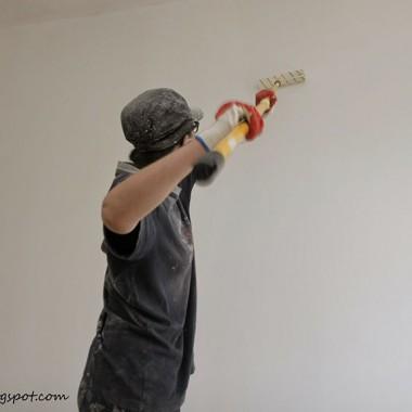 Kobieta maluje