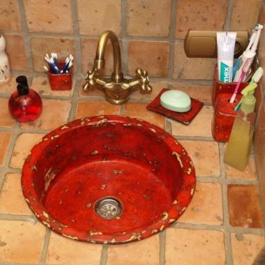 umywalki, dekory i kafle w łazience