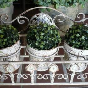 Donice i kwietniki, które odmienią Twój balkon