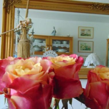 ..................i róże w wazonie.............