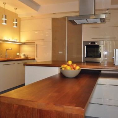 nasza piekna nowa kuchnia i kawałek salonu