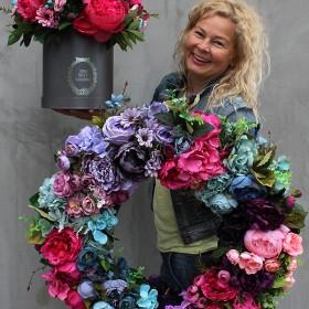 Kompozycje ze sztucznych kwiatów na każą okazję
