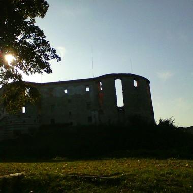 Dzisiaj kilka fotek z Kazimierza Dolnego, jestem pod ogromnym wrażeniem cudnych widoków, panoramy miasteczka. Taka spokojna oaza. Moje klimaty: galerie, spokój cisza, a przy tym piękna Wisła. Aby dodać pikanterii okrasiłam ją smakołykami i nie tylko. Pozdrawiam.