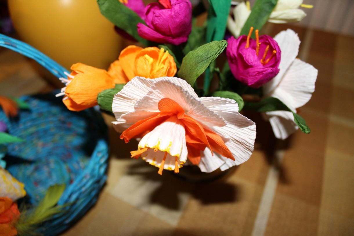 Kwiaty z krepy.