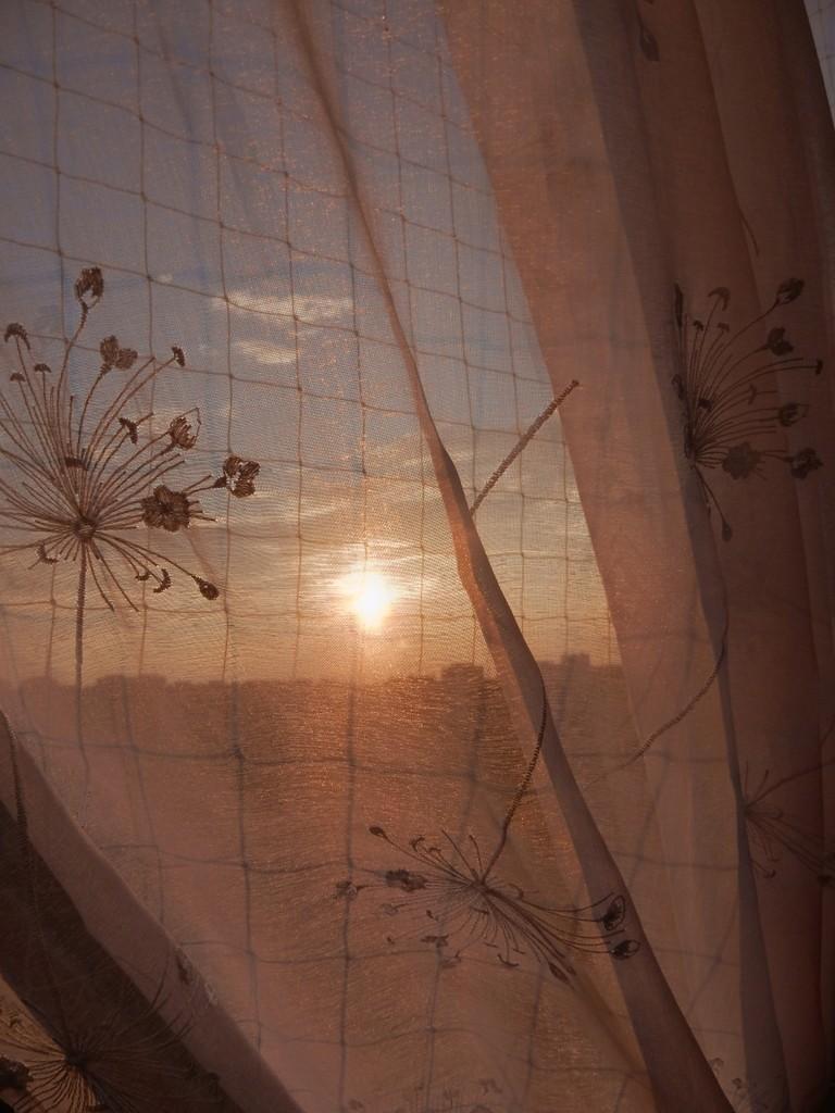 Balkon, Balkon o różnych porach dnia &#x3B;) - słońce zachodzi