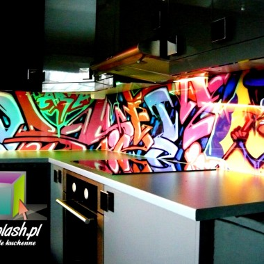 Panele szklane do kuchni grafitti