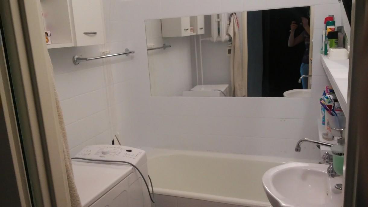 Łazienka, Łazienka po malowaniu płytek ceramicznych - blok z wielkiej płyt
