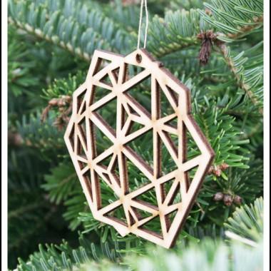 NOWOŚĆ! Kochani od dziś dostępne u nas dekoracje wycinane nie tylko ręcznie ale i laserowo. Rozbudowujemy dla Was sklep o nowe produkty.  Pierwsze wzory gotowe :) Tym razem wersje wycinane laserowo. Jak Wam się podoba taka geometryczna forma zawieszki?