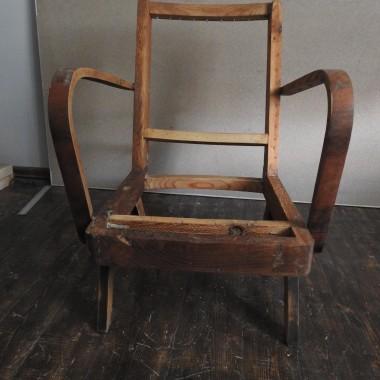 Jak to zwykle bywa posunęłam się do modyfikacji pierwotnego wzoru fotela i tak powstał on nowy a stary