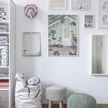 Puf i stołek w dziecięcym rozmiarze, jako dopełnienie pokoju dzieci