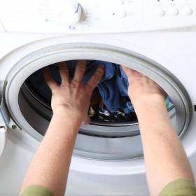 Najlepsze sposoby na skuteczne wyczyszczenie pralki