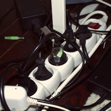 jak schować kable?