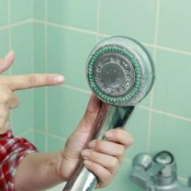 Łazienka będzie lśnić! Niezawodne metody czyszczenia prysznica