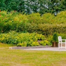 Tu królują biel i natura – inspiracje ogrodami Skandynawii