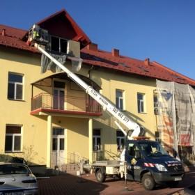 Jak pomalować dach w zależności od pokrycia?