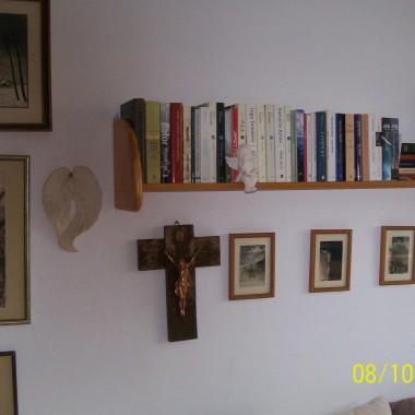 Tutaj też stare zdjęcia. Krzyż urzekł mnie na targu staroci - uwielbiam go :)