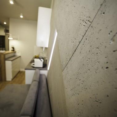 Fragment płyty betonowej Luxum, mocnoporowatej typu INDUSTRIAL.