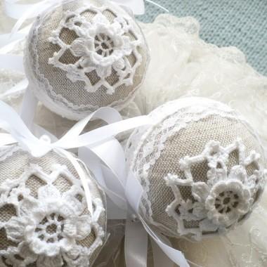 ..............i moje bombki koronkowe białe...................