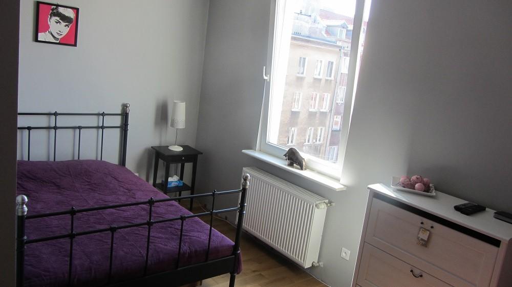 Domy i mieszkania, Maleńka kawalerka na wynajem - Wnęka sypialna -  w projekcie była ścianka, niestety musieliśmy z niej zrezygnować