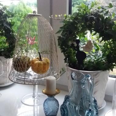 Dyniowe dekoracje są też na kuchennym oknie:)