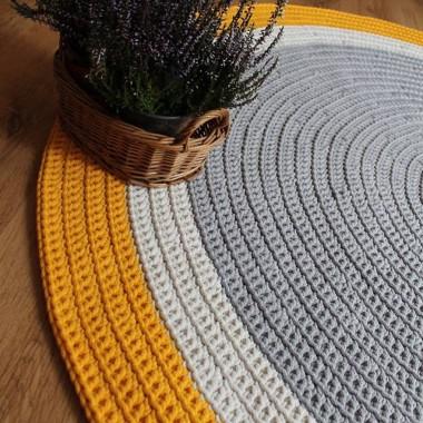 Dywan ręcznie robiony z bawełnianego sznurka szaro żółtyhttp://bogatewnetrza.pl/pl/p/Dywan-recznie-robiony-z-bawelnianego-sznurka-szaro-zolty/1125