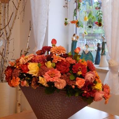 Ta galeria to opowieść o pięknym lecie,o słońcu i moich kwiatach...Kwiaty,to one są treścią mojego lata.Nigdy jeszcze nie kwitły tak pięknie ...i w moim ogródku nie było ich tak dużo.Bez żalu mogłam je zrywać i układać w bukiety....to takie moje bukieciarstwo domowe:)