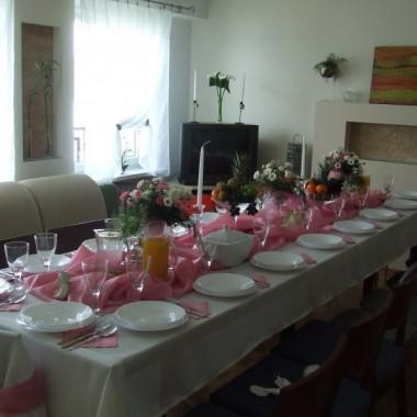 Witam,Jak tylko mój aparat będzie sprawny wrzucę fotki z mojego mieszkanka... a teraz wrzucam zdjęcia przystrojonego pokoju i stołu z I komuni św. mojej córeczki  w moim wykonaniu:-))