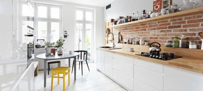 Ceglane ściany we wnętrzach – stylowe czy niechlujne?