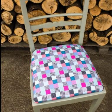 Krzesła kolorowe