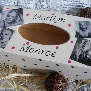 Chustecznik z Marilyn Monroe