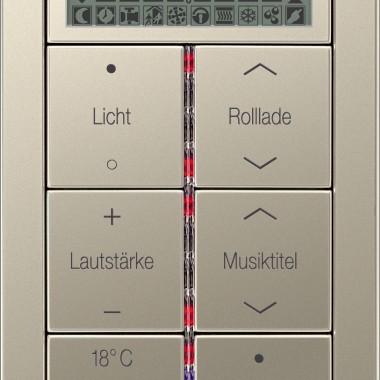 Panel z 6-cioma przyciskami z wygrawerowanymi przykładowymi napisami i symbolami, diodami sygnalizacyjnymi, wyświetlaczem LCD, ze stali. Tutaj między innymi do sterowania roletami, temperaturą w pomieszczeniu i oświetleniem.