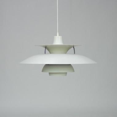 Lampa PH, pierwsza lampa PH powstała ponad 90 lat temu, do dzisiaj jest popularna  i obecna w prawie wszystkich domach, dostępna w różnych formach - lampka nocna, lampa sufitowa itp.