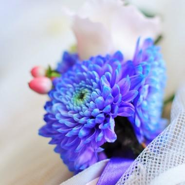 tak się złozyło akurat ,że to ulubiony kolor mojej koleżanki :))) poprosiła mnie o dekorację krzesełek w kościele więc cóż było robić :)) dekorować i fotografować :))) a Wy lubicie fiolety ?