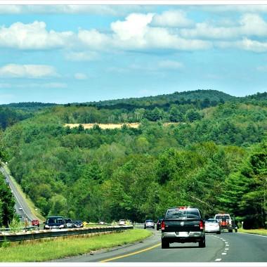 Ruszamy w drogę...........W oddali góry..Piękna trasa.