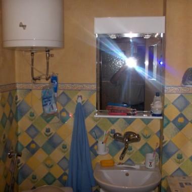Tędy z korytarza wchodzi się do łazienki...