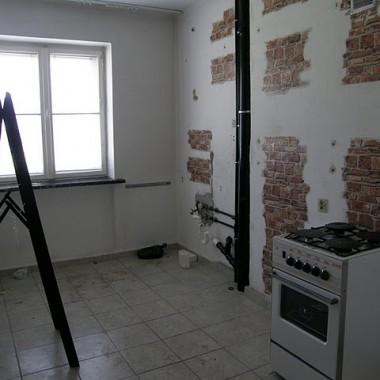 mieszkanie przed i w trakcie remontu