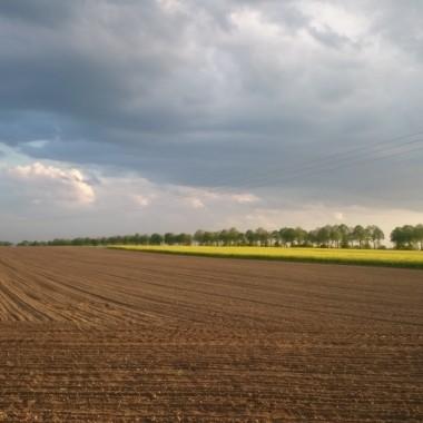 Dogoniła mnie jednak ta chmura...pierwszy tegoroczny wiosenny deszcz zaliczony &#x3B;)))