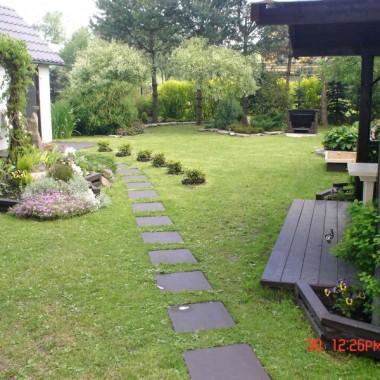 Nasz ogrod nie jest moze bardzo duzy,ale jest w nim wszystko,czego potrzebujemy do milego spedzania czasu.Zapraszam:)