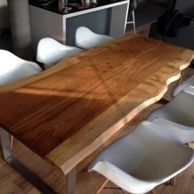 Oko artysty, ręka rzemieślnika  - stoły z litego drewna