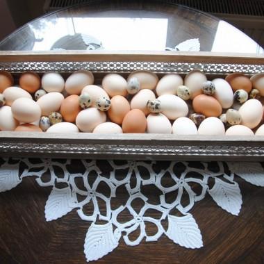 na lokalnym targu kupiłam mnóstwo jajek ,będą farbowane ,faszerowane ,gotowane .....