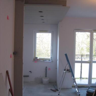 """Zabudowa sufitu w aneksie kuchennym w bloku z podświetleniem i oświetleniem głównym typu panel LED , terakota połysk  """" VIKING"""""""
